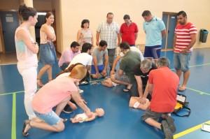 El personal del Ayuntamiento de Salobreña en las prácicas de soporte vital básico.