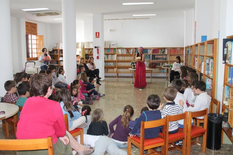 Educaci n lleva a cabo un encuentro con autoras con el for La buganvilla zaragoza